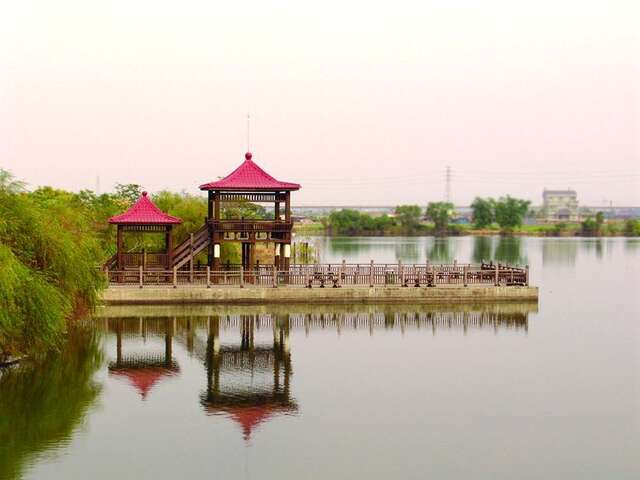 Swan Lake Park (Formerly called Piliaopi)(天鵝湖公園(舊名埤寮埤))