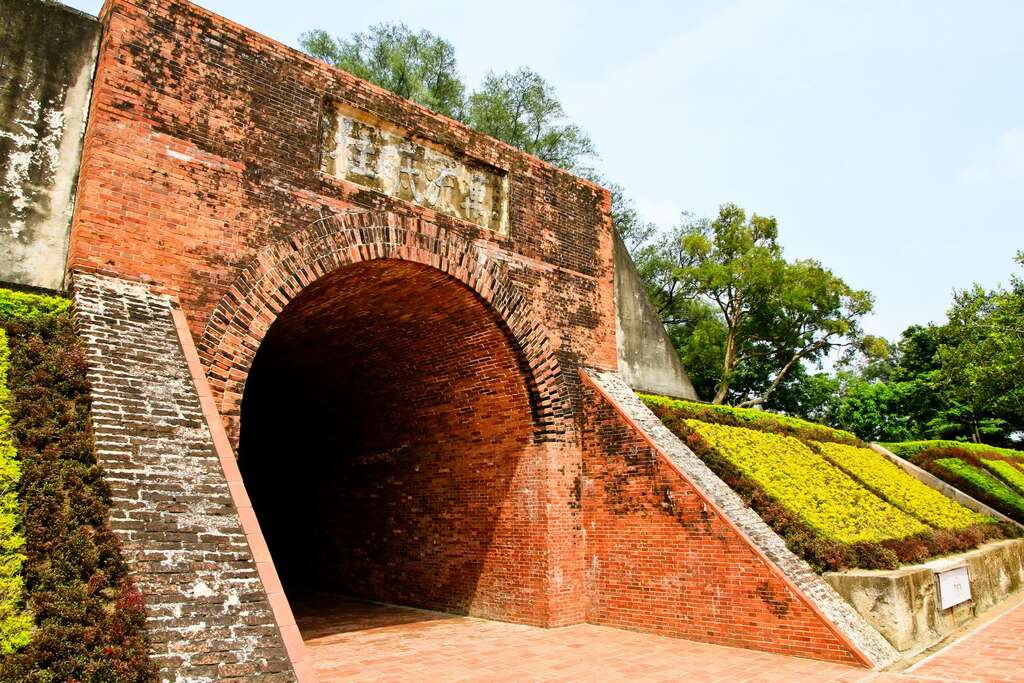 圓拱形的隧道式城門洞