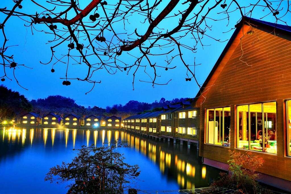 南元休閒農場湖上渡假村
