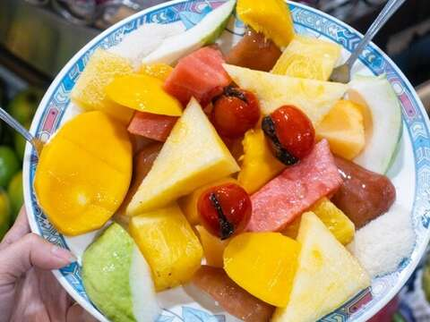 Ching-G Assorted fruits plate NT$200 HK$50