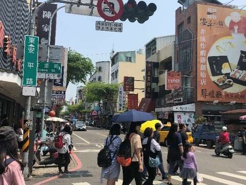 The pedestrian crossing to the entrance of Anping Old Street