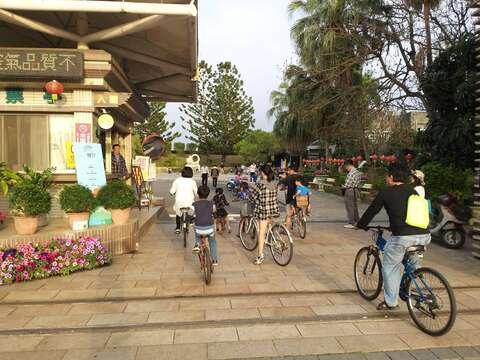 騎單車遊園