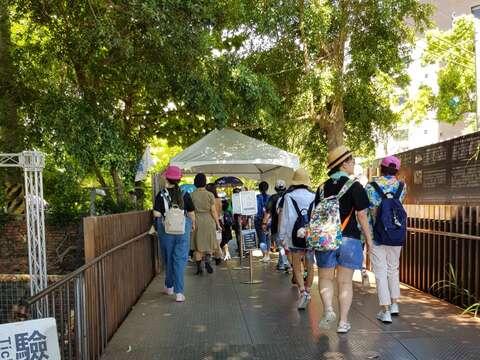 十鼓文化園區下午吸引許多人進場遊玩