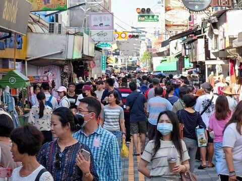 國慶連假 台南市區國華街擠滿遊客