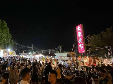 國慶連假-大東夜市人潮擠爆