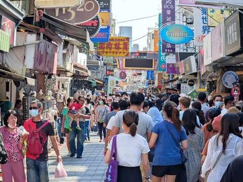 國華街人潮滿滿