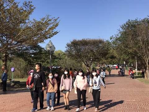 元旦三天連假遊客都戴上口罩遵守防疫措施開心遊台南