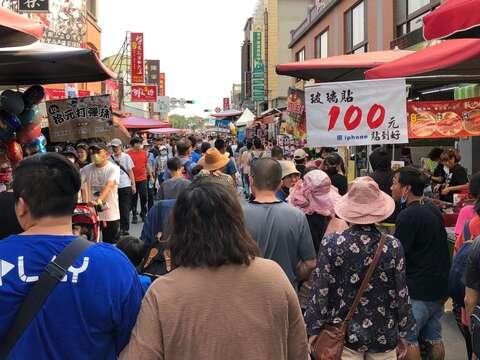 安平老街這次連假湧進1.3萬人