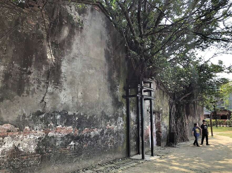 The back wall of the Anping Tree House (1)